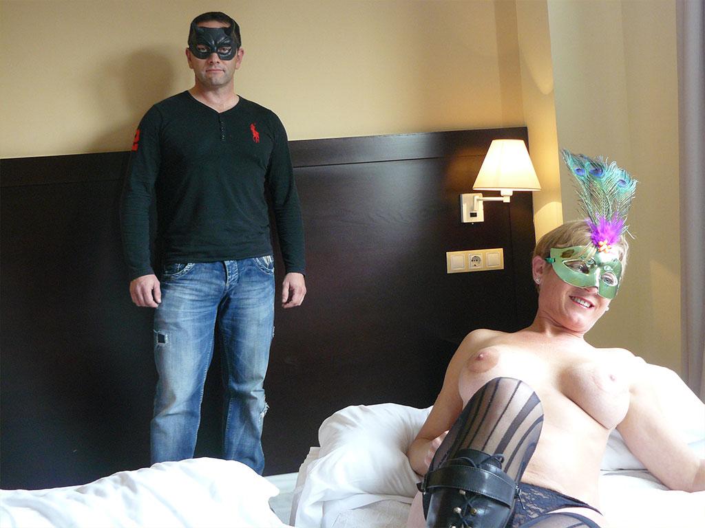 Penelope y Froilan, dos maduritos muy en forma, se divierten haciendo porno amateur