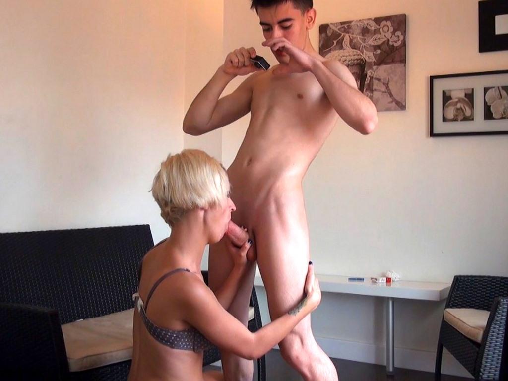 Jordi queda para follar con Letizia Hilton y nos envía este vídeo. Los ligues del Niño Polla.