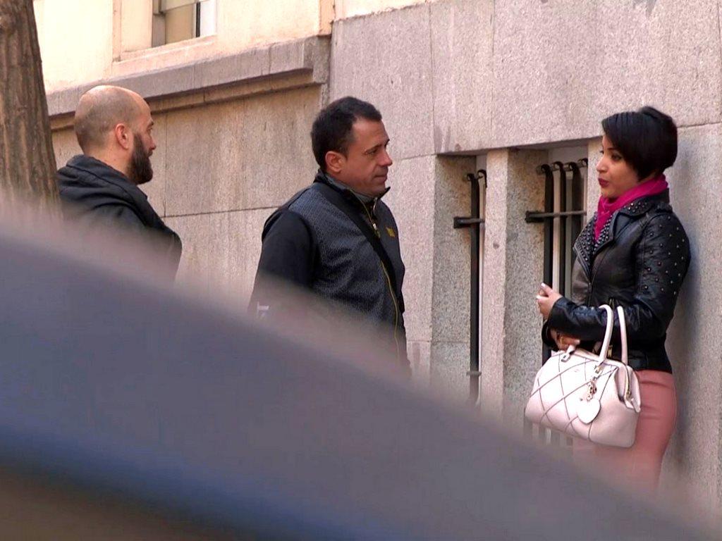 ¡Policia, documentación!. No es barrio para latinas buenorras.
