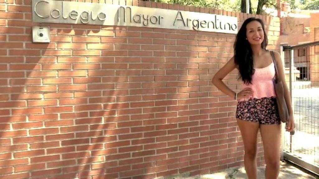 Hija de militar, estudiante de periodismo y ahora.. actriz porno. Paulova, las nuevas universitarias.