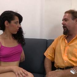 En paro por grabar porno... Consolamos a William regalandole un polvo con Angelina