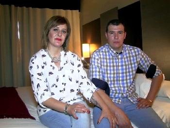 El porno del pueblo llega con Joana y Dani. Matrimonio respetable que se divierte grabando porno