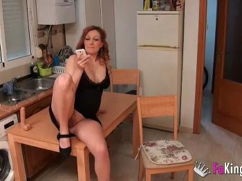Y hoy follamos con una impresionante EMBARAZADA. Ella es Ivana, quiere dedicarse al porno y nos envia esta escena