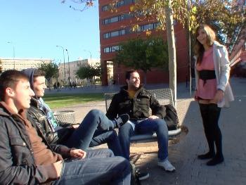 Sol busca universitarios en Valencia para follar con ellos. Cazatolas 1.0