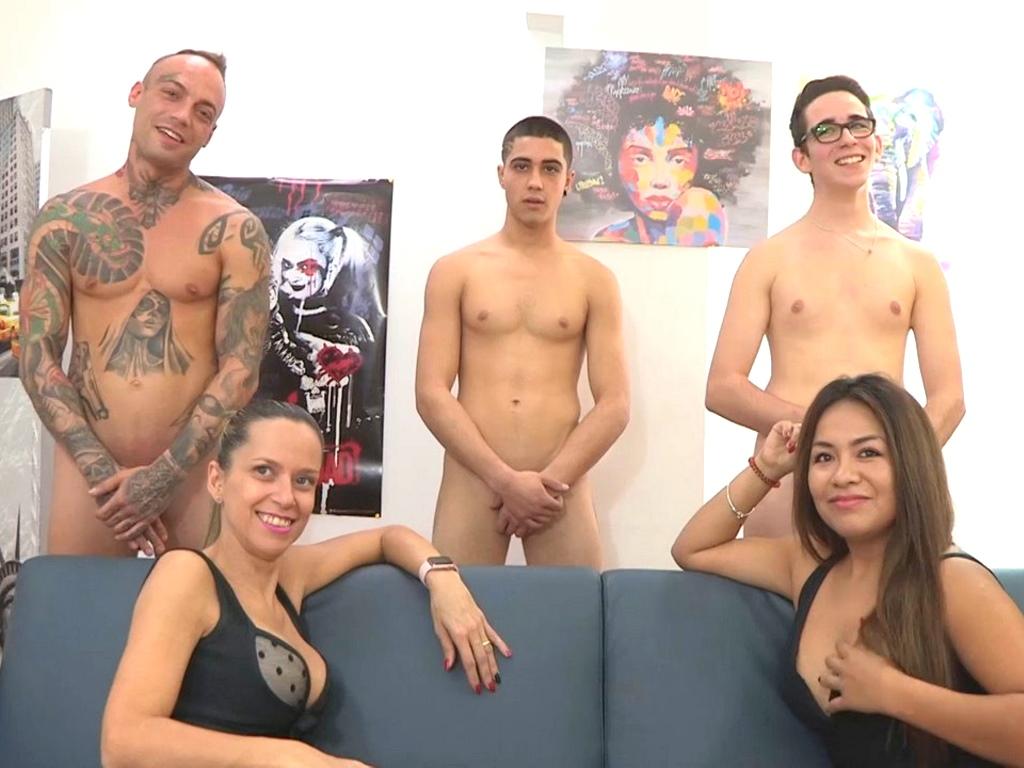 Image Hable con ellas: de tatuados, de niñatos con rollazo y de encontrar a Wally. Helena Kramer y Candy (vaya dos hembras).