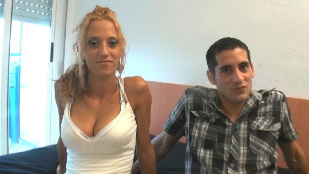 Se folla a su jefa de ventas; acaban siendo pareja y hoy debutan en el porno. Martín y Sandra