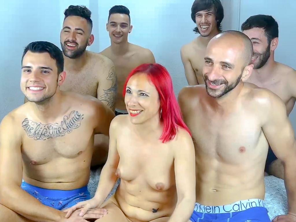 En la cama con 6 hombres. Soy Tania y este mi