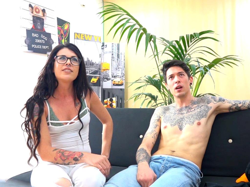 Experimento FAKings: Guapos, tatuados, buenorros, van a un casting porno, a solas viendo porno... SPOILER: Terminan follando ;)