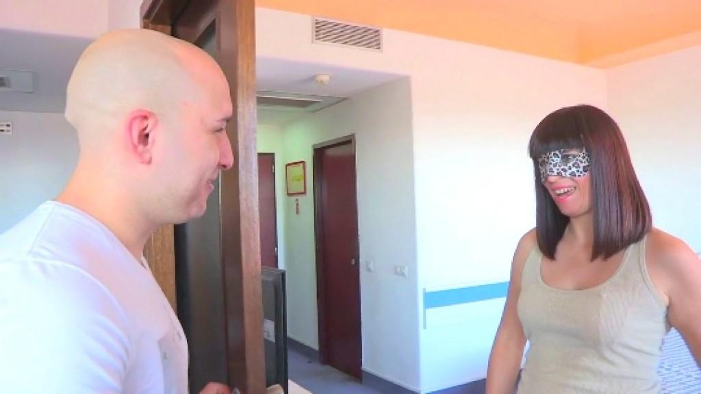 Personas entrelazadas: Camila; funcionaria; 28 años vs Ruben; personal trainer; 26.