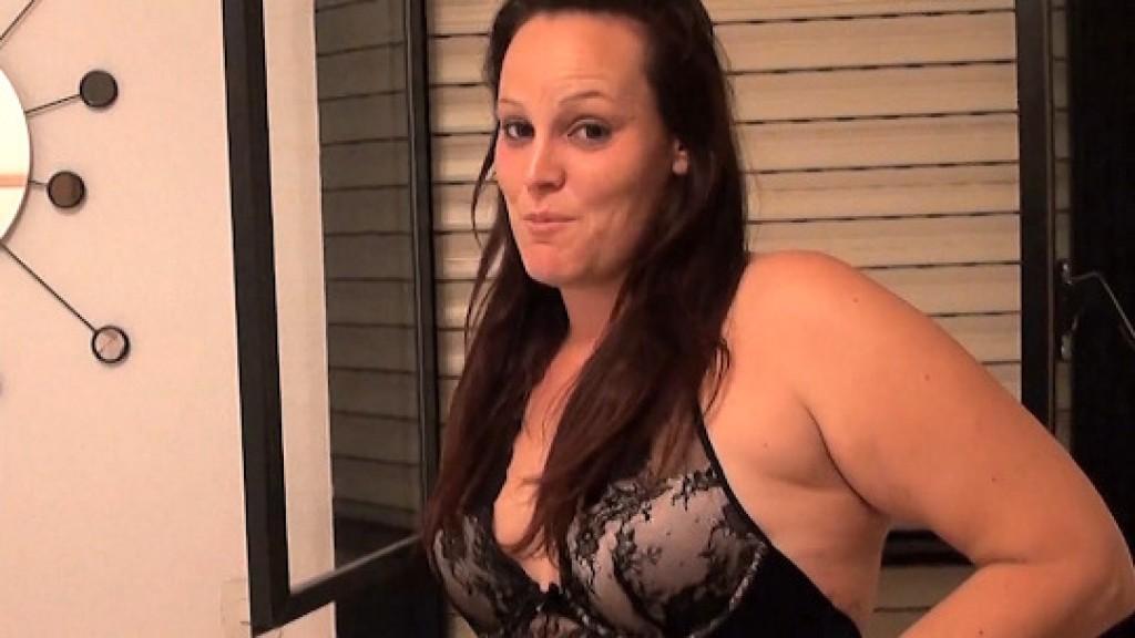 ¡Bukkake!. La dependienta del Sex Shop SE LO TRAGA TODO; TODO