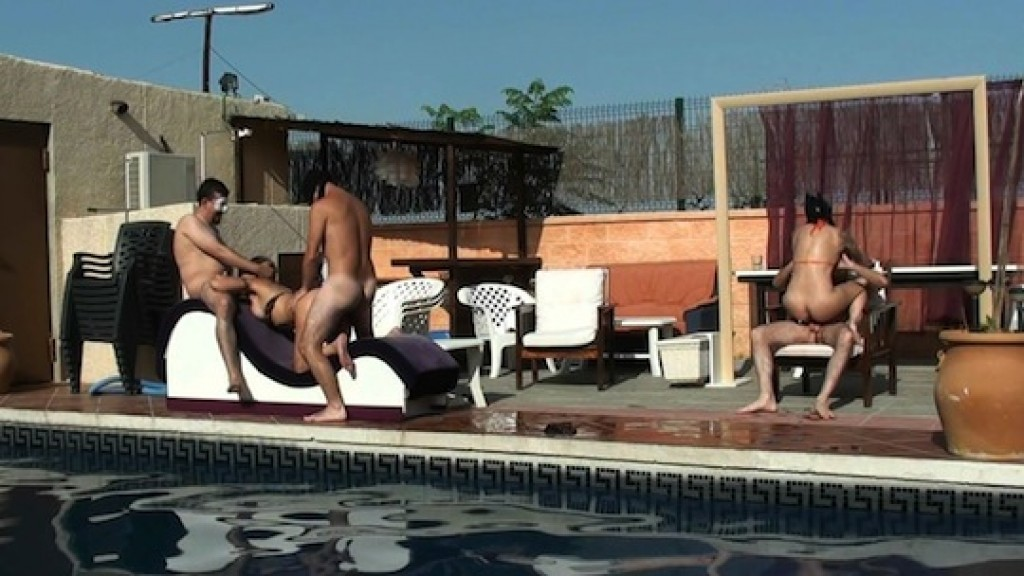 Fieston liberal en la piscina de un amigo sevillano... mira la que liamos