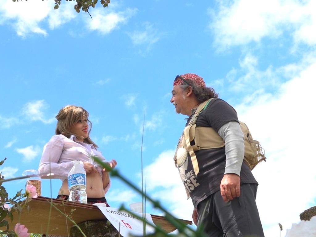 Lady Vicio recarga las pilas a los peregrinos del Camino de Santiago: ¿Señor, follamos entre los matorrales?