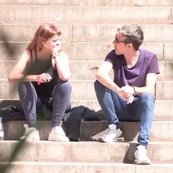 Captamos a una fumeta estudiante de filosofía, tiene solo 20 añitos: ESTÁ MUY NERVIOSA.