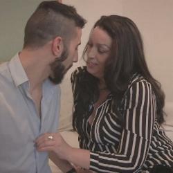 Con Sofia estamos descubriendo a una madura muy experta en el sexo oral, incluido beso negro