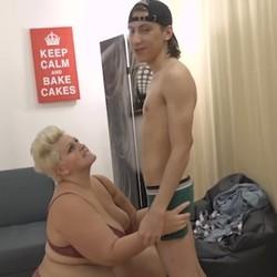 Filipe se follara a la mas grande... Vicky entra en accion y le demuestra al niño rata lo que es una mujer