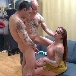 Nueva en el porno y Ronda ya se atreve con una doble penetración y tragárselo todo