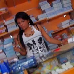 La dependienta de la libreria. Tetona, morenaza, viciosa, garganta profunda y una preciosa latina