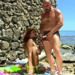 Bryan da Ferro pesca una sirenita en la costa española. La viciosa Manuella Pimenta