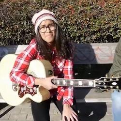 De Youtuber y cantante de música a grabar por primera vez porno. Presentamos a Verónica, una nueva vecinita de 22 añitos.