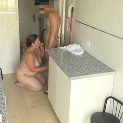 Mamadas con mucha experiencia. Mayra le hace su primera mamada al hijo de sus vecinos