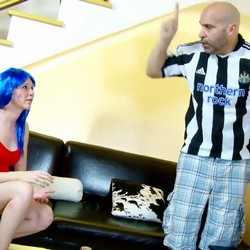 Max Cortes rompe el culo y la garganta de Angie Scorp por gastarse el dinero en ropita.
