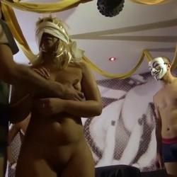 Sasha cumple su fantasía: follarse A PELO a 4 maromos delante de su novio Taison.