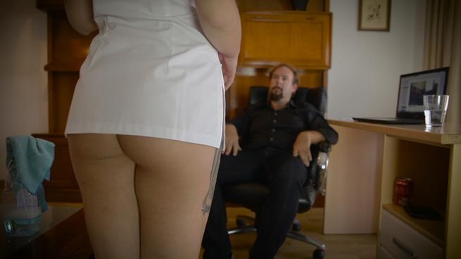Servicios especiales: William tiene una proposición para una apurada chica de la limpieza. - foto 1