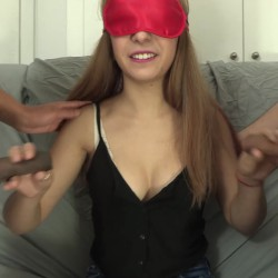 Una parejita de actores porno profesionales, una fashion victim consumidora de porno y un polvazo en toda regla.