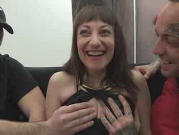 Casada-infiel de Parejas.NET quiere alimentar las fantasia de su marido