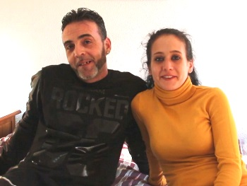 La -LOLITA- y el amigo de papá. Lucia 25 añitos, Cristian casi 50. 8 años casados