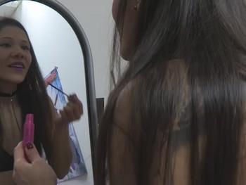 Veronica se prepara para su escena porno. Asi de guapa se pone una deliciosa pornostar
