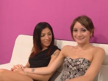 Clases de gimnasia con Valentina y Carol, las novias del porno probando sus primeras pollas