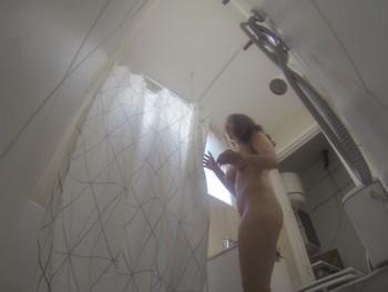¿Has estado alguna vez con una cantautora en la ducha? Aquí tienes tu oportunidad.