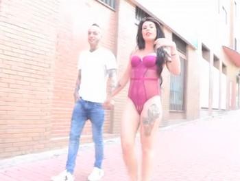 Habemus nueva diosa del sexo anal, Monica Smiller desnuda por las calles de Madrid