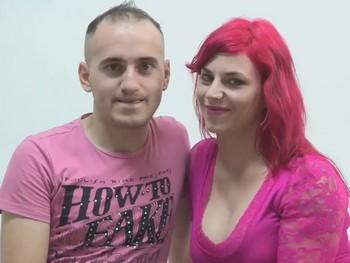 La camarera rumana y el novio orgulloso. Asi follan Alina y Lucian