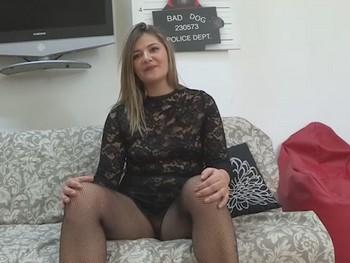 Blanca, ama de casa, 35 años. Adora follar con jovencitos.
