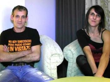 Tony y Patricia, unos padres cualquiera, están nerviosos por que vienen a grabar su primera escena porno. ¡Bienvenidos!