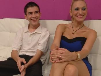 Daniela, 38 años, enseña a Jordi lo que es un buen baño de flujo. La reina del Squirting