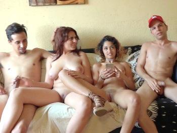 Beatriz (18) y Scarlet (19), CASI VIRGENES (y algo bisexuales) en SU PRIMER INTERCAMBIO. Nunca habian probado polla diferente a la de sus novios