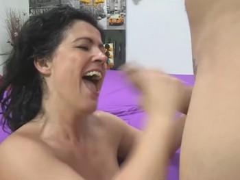Las gargantas profundas de Montse, experta en sexo oral